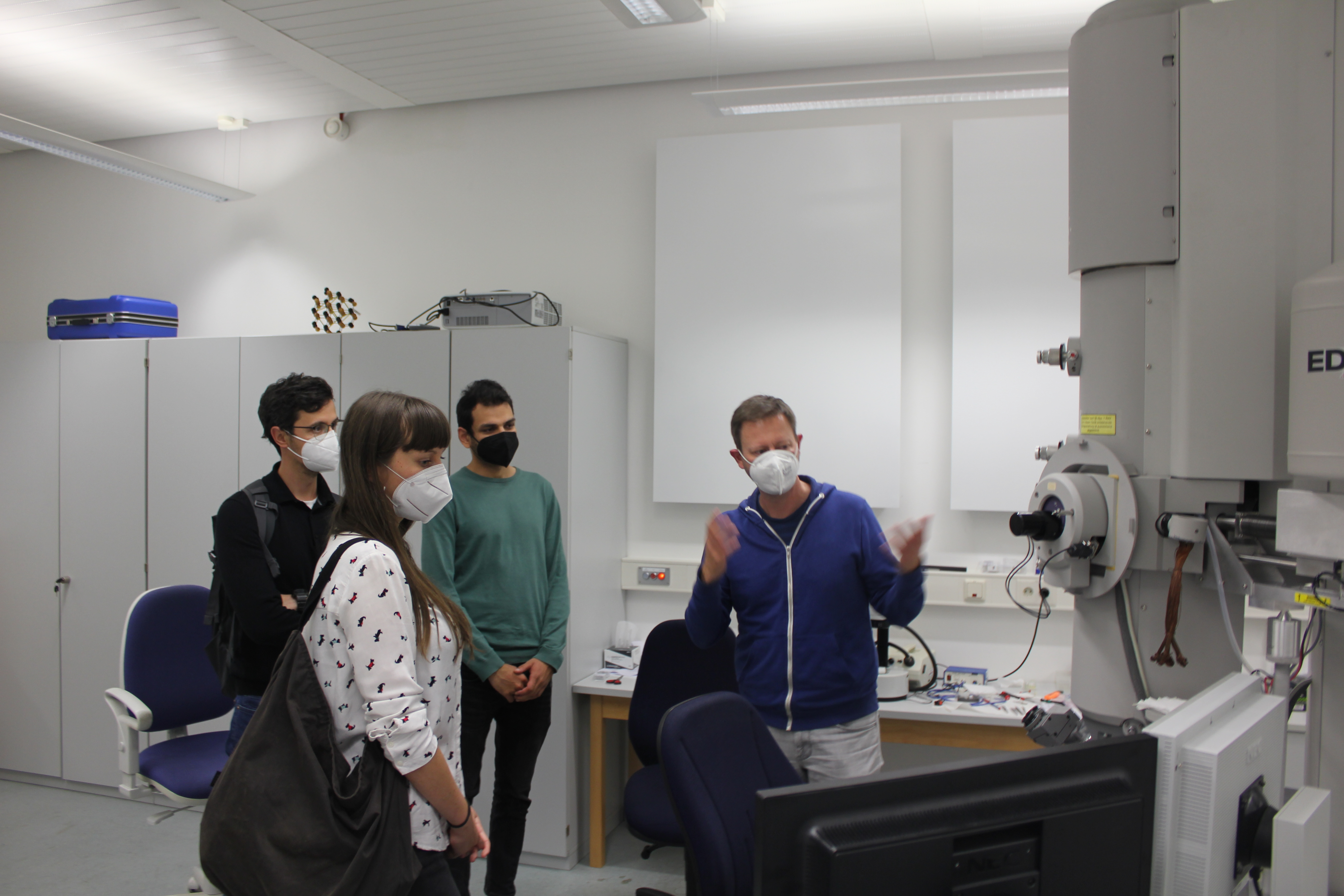 Dr Ulrich Schuermann and Khurram Saleem explain the function of the electron microscope and the possible analysis